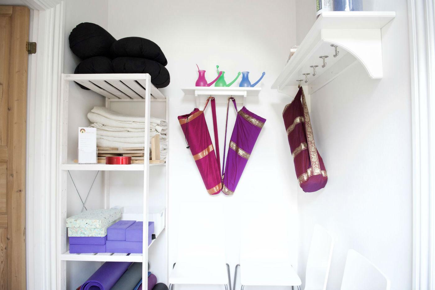 Yogaudstyr kan købes hos Indre ro Odense