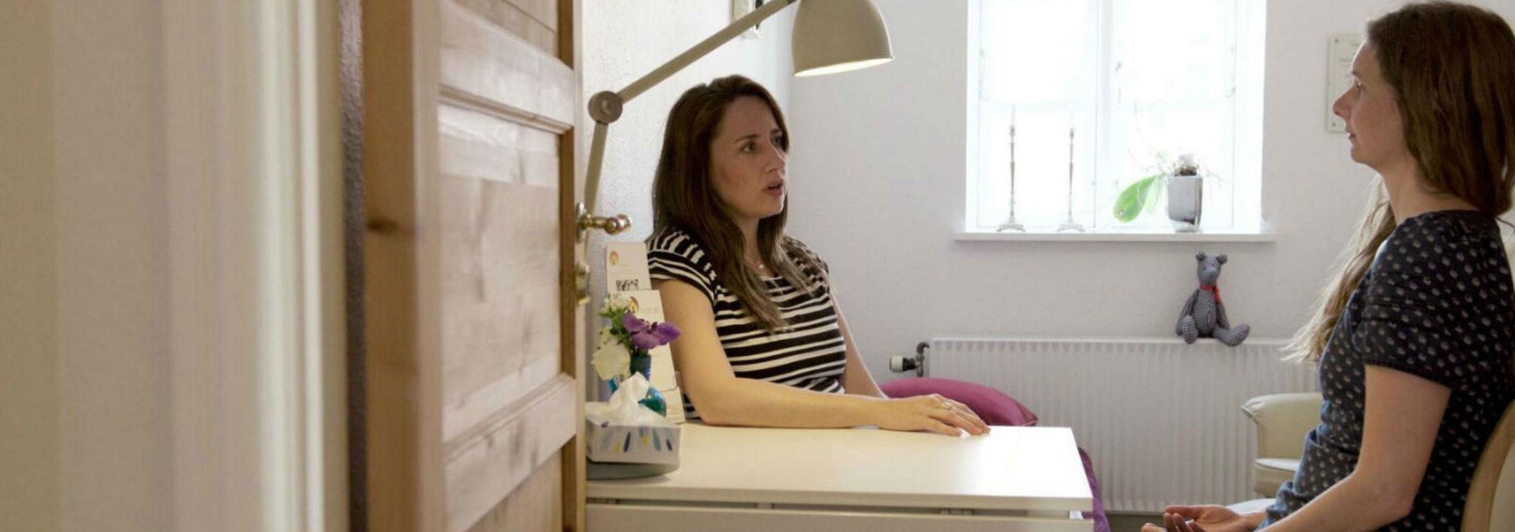 Hypnose og NLP coaching hos Helene Lysekilde fra Inde ro Odense. Hypnose er en metode der kan bruges til at understøtte den forandring du ønsker. Angst, smerter, selvværd og selvtillid.