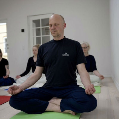 Vær nærværende i din yogapraksis hos Indre ro